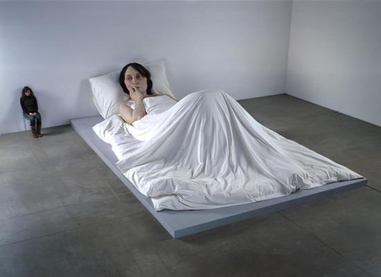 ron mueck exibição de uma mulher